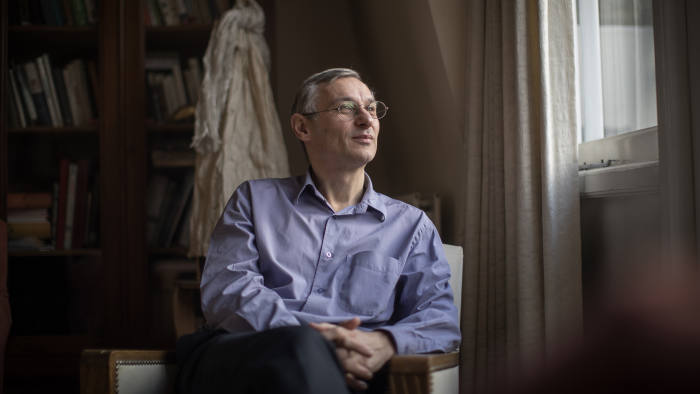 10/11/2016  Picture by Charlie Bibby for the Financial Times  Alzheimer's research seasonal appeal. FT writers talk about their experience with Alzheimer's. Picture shows Andrew Jack at home.