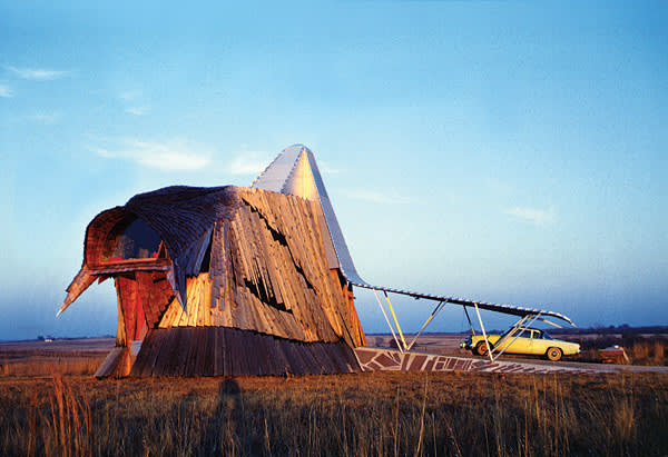 The Prairie Chicken House, designed by Herb Greene in 1961, is based on a fish-shaped plan but also looks like a shaggy buffalo