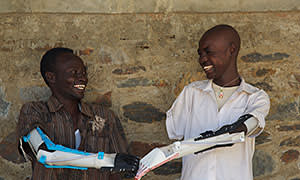 Muhammad (left) andi Daniel in South Sudani with 3D-printed arms