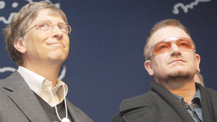 """Microsoft founder Bill Gates (L) and Irish rock star Bono (R) attend the press conference """"Call to Action on the Millennium Development Goal"""" at the World Economic Forum in Davos 25 January 2008"""