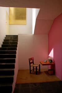 The vestibule and staircase, Barragán House, Luis Barragán, 1948 © Barragán Foundation/2015