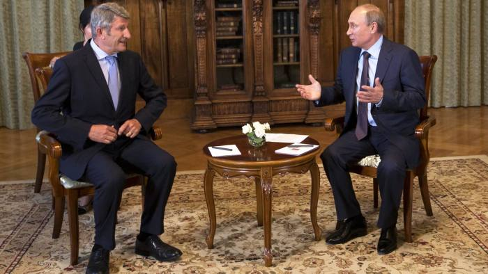 epa04353944 Russian President Vladimir Putin, (R) meets with French politician and businessman Philippe de Villiers (L) at the Livadia palace outside Yalta, Crimea, 14 August 2014. De Villiers is set to build two history-themed amusement parks, one in Crimea and the other in Moscow. EPA/ALEXANDER ZEMLIANICHENKO / POOL