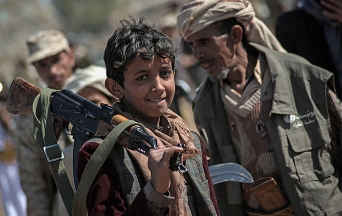 A boy shoulders a weapon as Houthi rebel fighters hold a gathering aimed at mobilizing more fighters before heading to battlefronts in Sanaa, Yemen, 16 November 2017. According to the international aid group Save the Children the ongoing war in the country takes a particular heavy toll on the youngest, with approximately 120 children dying every day. The group says already over 50,000 children are believed to have died in 2017. Photo: Hani Al-Ansi/dpa