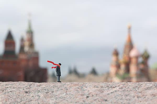 Slinkachu's 'Into the Wind', Bolshoy Moskvoretskiy Bridge (Red Square/Kremlin), Moscow, Russia, 2012