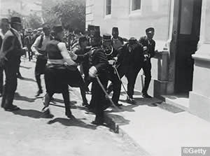 Police arrest Nedeljko Cabrinovic after a failed attempt on the Archduke's life earlier the same day