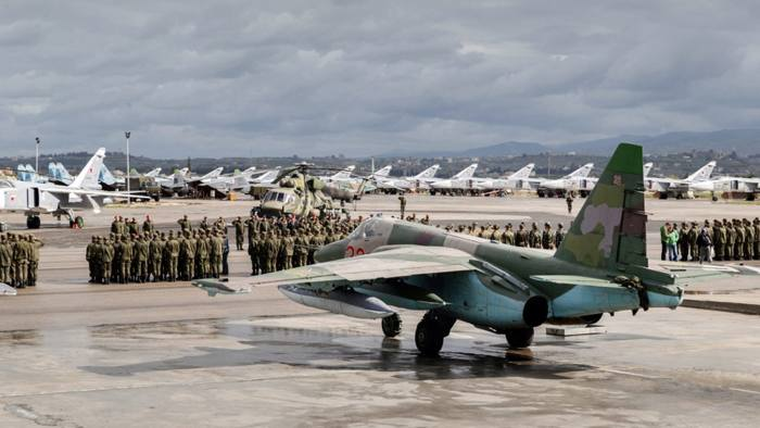epa05212821 A handout picture made available by the Russian Defence Ministry shows Russian warplanes and military personnel at the the Syrian Hmeymim airbase, outside Latakia, Syria, 15 March 2016. First group of Russian warplanes left the Hmeymim airbase for permanent location airfields in Russia. Russian President Vladimir Putin ordered the withdrawal of the majority of Russian troops from Syria on March 15. EPA/RUSSIAN DEFENCE MINISTRY / HANDOUT BEST QUALITY AVAILABLE HANDOUT EDITORIAL USE ONLY/NO SALES