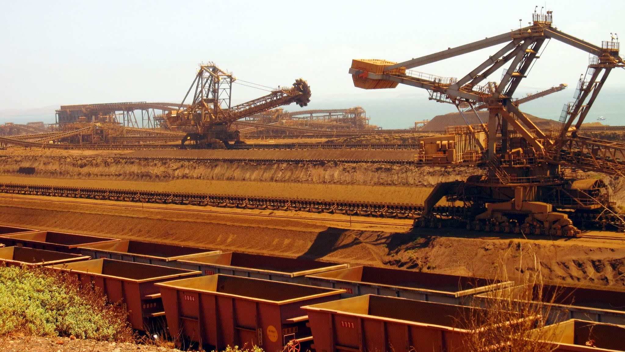 Rio Tinto defends expansion strategy as iron ore output surges | Financial Times