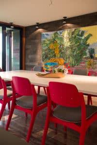 Dining area by Muro Rojo