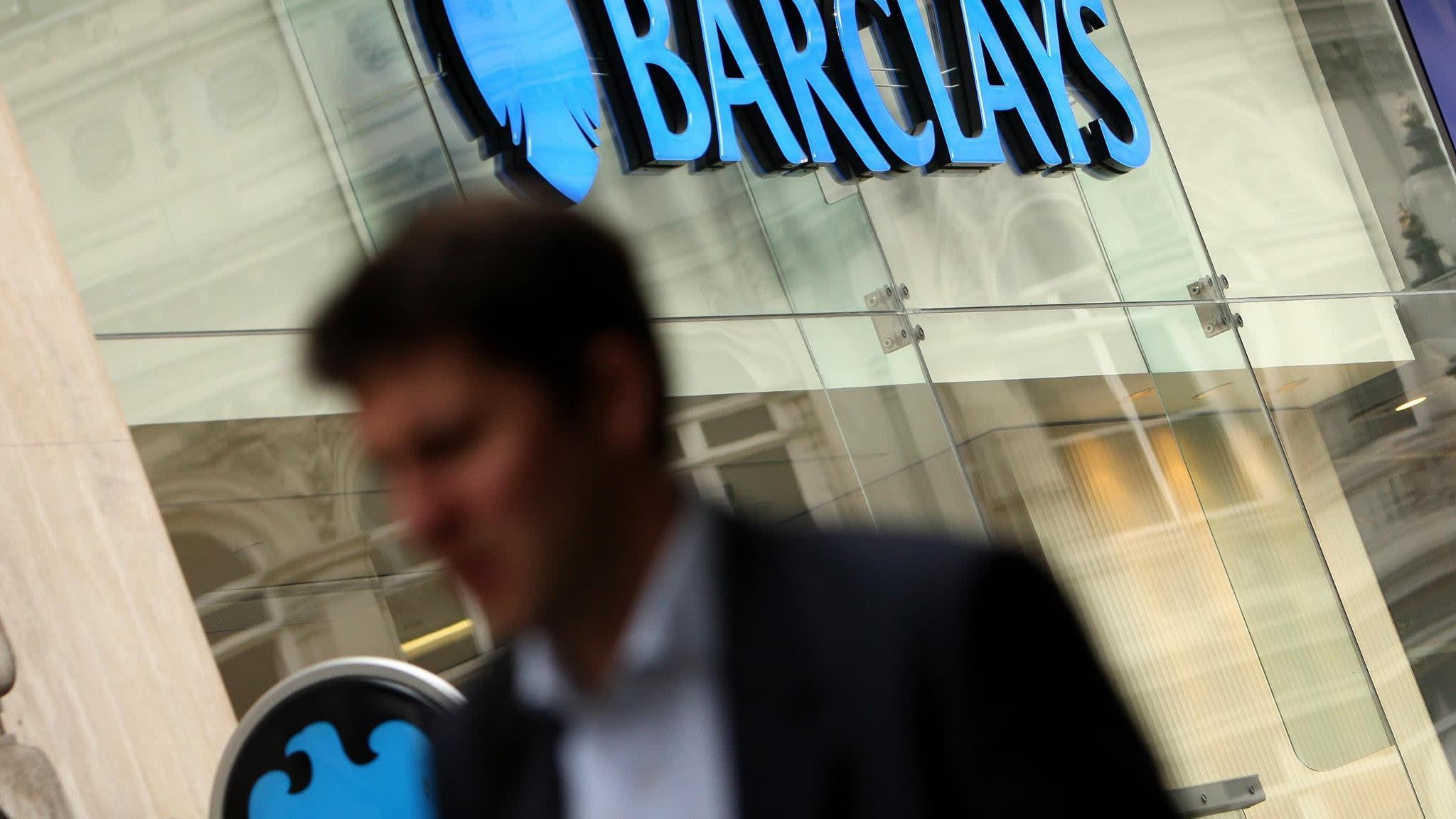 Barclays chairman Sir David Walker defends bonus rise | Financial Times