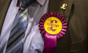 CLACTON-ON-SEA, ENGLAND - SEPTEMBER 24: A UK Independence Party (UKIP) member wears a party rosette pin at a meeting at Clacton Coastal Academy on September 24, 2014 in Clacton-on-Sea, England. The public meeting in Clacton was held ahead of next month's by-election in which Douglas Carswell, UKIP's Clacton by-election candidate, could become the party's first elected MP. (Photo by Rob Stothard/Getty Images)