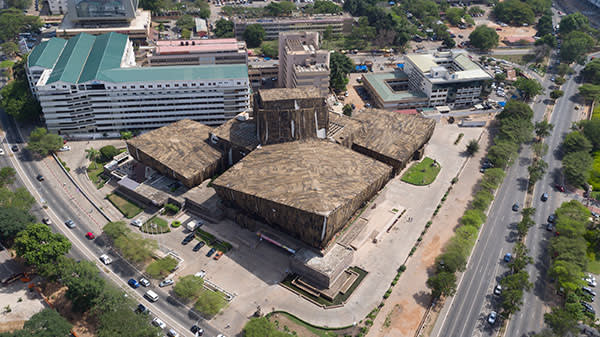 Ibrahim Mahama's jute sack installation on the Malam Dodoo National Theatre in Accra (1992-2016)