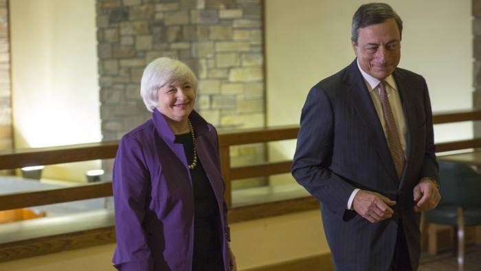 U.S. Federal Reserve Chair Yellen walks with European Central Bank President Draghi at the Jackson Hole Economic Policy Symposium in Jackson Hole...U.S. Federal Reserve Chair Jane Yellen (L) walks with European Central Bank President Marlo Draghi at the Jackson Hole Economic Policy Symposium in Jackson Hole, Wyoming August 22, 2014. REUTERS/David Stubbs (UNITED STATES - Tags: BUSINESS POLITICS)