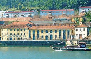 A warehouse on the banks of the Douro, priced at €1.5m with Minima Linea