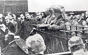 Dr Crippen and his mistress Ethel Le Neve in the dock at their murder trial in 1910