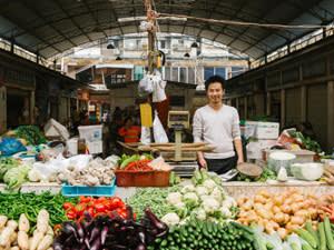 Vegetable salesman, Qingyang Market
