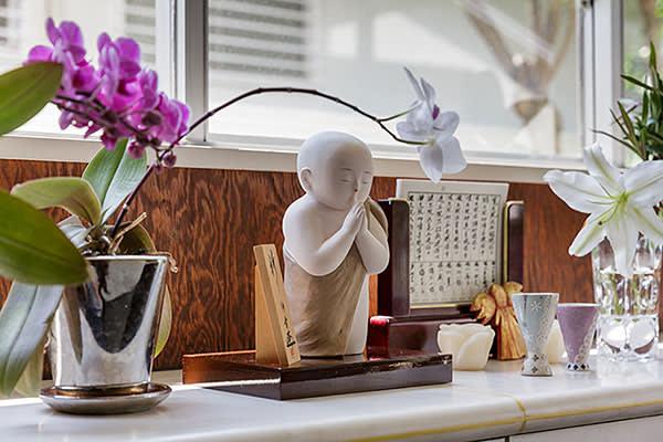 Sculpture by Nobuyuki Tanaka before which Hatoyama prays to his ancestors every day