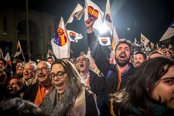 Supporters wave flags and raise slogans at the Ciudadanos party headquarters as they celebrate the results of a regional election in Barcelona, Spain, on Thursday, Dec. 21, 2017. Pro-independence parties won back control of Catalonia in Thursday's regional election as Spanish efforts to contain the separatist movement earned Prime MinisterMariano Rajoya historic defeat. Photographer: Angel Garcia/Bloomberg