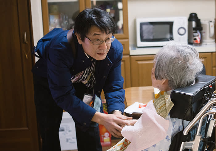 Seasonal Appeal, Alzheimer's Research UK, ARUK, Japan story by Robin Harding- Yuji Ogawa and his mother Kinue Ogawa who suffers from Alzheimer's