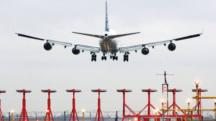 An airplane lands at Heathrow airport, near London, U.K., on Thursday, Jan. 15, 2009. The U.K. government gave BAA Ltd. the go-ahead to add a third runway at Londonís Heathrow airport, overriding objections from environmental campaigners and residents in favor of boosting capacity. Photographer: Chris Ratcliffe/Bloomberg News
