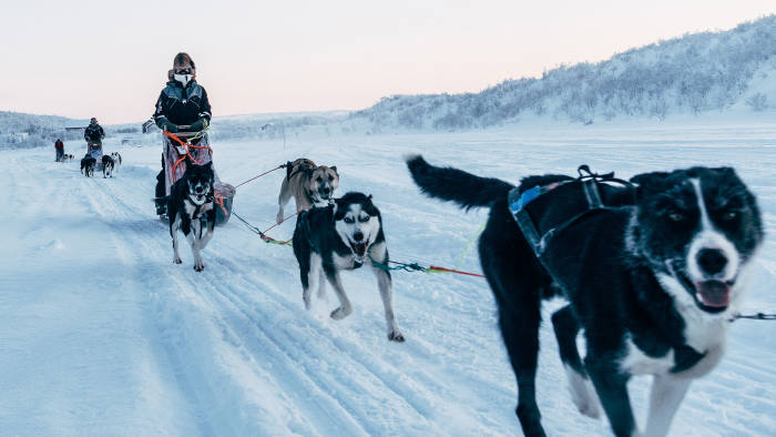 Andrew Eames' group sets out towards the Finnmark plateau