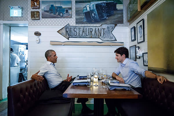 In this image courtesy of the Prime Ministers Office, Canadian Prime Minister Trudeau (R) meets with former US President Barack Obama at Liverpool House in Montreal for dinner on June 6, 2017. / AFP PHOTO / Prime Ministers Office / Adam SCOTTI / RESTRICTED TO EDITORIAL USE - MANDATORY CREDIT