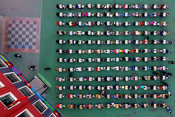 TOPSHOT - Chinese students and their parents take part in a chess contest during an Open Day at a primary school in Shenyang in northeast China's Liaoning province on April 6, 2017. / AFP PHOTO / STR / China OUTSTR/AFP/Getty Images
