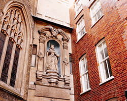 The statue of Queen Elizabeth I at St Dunstan-in-the-West