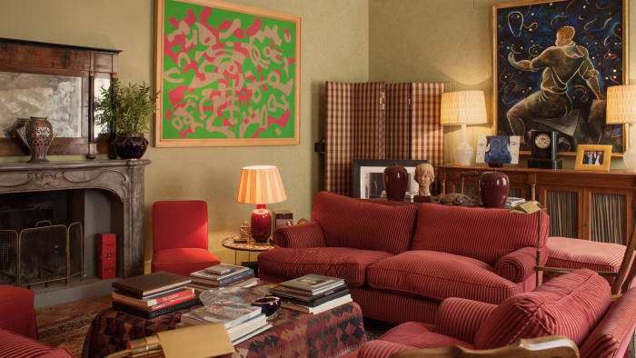 The drawing room, with, on the left, an artwork by Carla Accardi