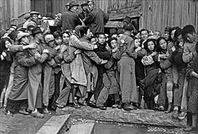 'Foule attendant devant une banque pour acheter de l'or pendant les dernier jours de Kuomintang' (1948)
