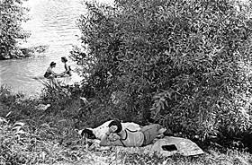'Premiers congés payés, bords de Seine' (1936)