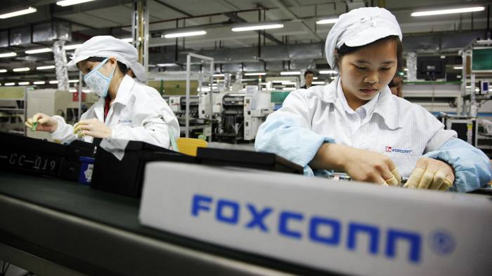 Hon Hai Chairman Visits Foxconn Factory Amid Suicides...Employees work on the assembly line at Hon Hai Group's Foxconn plant in Shenzhen, Guangdong province, China, on Wednesday, May 26, 2010. Terry Gou, founder and chairman of Hon Hai Group, said nine of the 11 company workers who either committed suicide or attempted to had worked at the company less than a year, and six had been employed for less than a half-year. Photographer: Qilai Shen/Bloomberg
