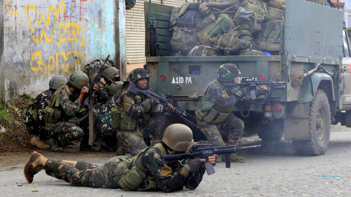 Government troops are seen during an assault on insurgents from the so-called Maute group, who have taken over large parts of Marawi City, in Marawi City, southern Philippines May 25, 2017. REUTERS/Romeo Ranoco TPX IMAGES OF THE DAY