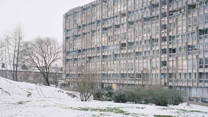 Robin Hood Gardens in the snow, December 2011 (it's the Western facade of the 10 story East block) © Rory Gardiner