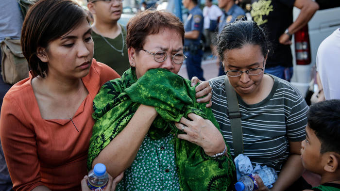 epa06005128 Members of a family mourn at a funeral parlor after an armed attack at Resorts World Manila hotel and casino complex in Pasay City, south of Manila, Philippines, 02 June 2017. Police responded after gunshots rang out and a fire occurred at Resorts World, as security forces pursued leads in locating at least one reported armed suspect. The armed male suspect was later found dead, according to police authorities. At least 35 people reportedly died from smoke inhalation during the fire that occurred during the attack. EPA/MARK R. CRISTINO