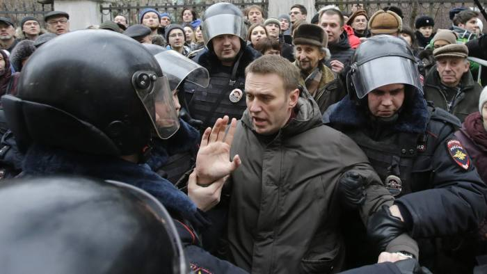 "Police detain opposition leader Alexei Navalny outside a courthouse in Moscow February 24, 2014. Russian police detained several protesters chanting ""Freedom"" on Monday outside a Moscow courthouse where a judge was expected to sentence eight defendants convicted of attacking police at an anti-government demonstration in 2012. REUTERS/Tatyana Makeyeva (RUSSIA - Tags: POLITICS CRIME LAW CIVIL UNREST) - RTX19E84"