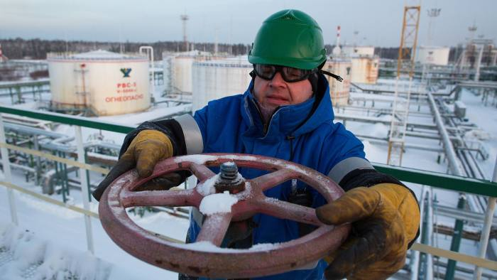Salym Petroleum Development's Siberian Oil Fields...An employee adjusts a valve wheel at the central processing plant for oil and gas at the Salym Petroleum Development oil fields near Salym, Russia, on Tuesday, Feb. 4, 2014. Salym Petroleum Development, the venture between Shell and Gazprom Neft, has started drilling the first of five horizontal wells over the next two years that will employ multi-fracturing technology, according to a statement today. Photographer: Andrey Rudakov/Bloomberg