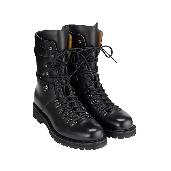 Unisex walking boots, from £840