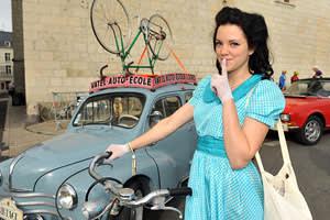 Anjou Vélo Vintage participant dressed in vintage clothes