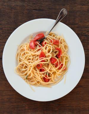 spaghetti with raw tomatoes