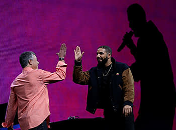 Drake (right) and Eddy Cue