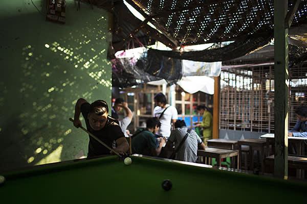 Jade merchants relaxing