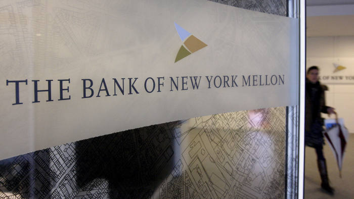 A woman walks past a logo at the office of the Bank of New York Mellon in Brussels, February 25, 2010. BNY Mellon Corp, the world's largest custodian of financial assets, announced the loss of 199 jobs in Belgium out of 875. REUTERS/Sebastien Pirlet (BELGIUM - Tags: BUSINESS EMPLOYMENT) - RTR2AVQK