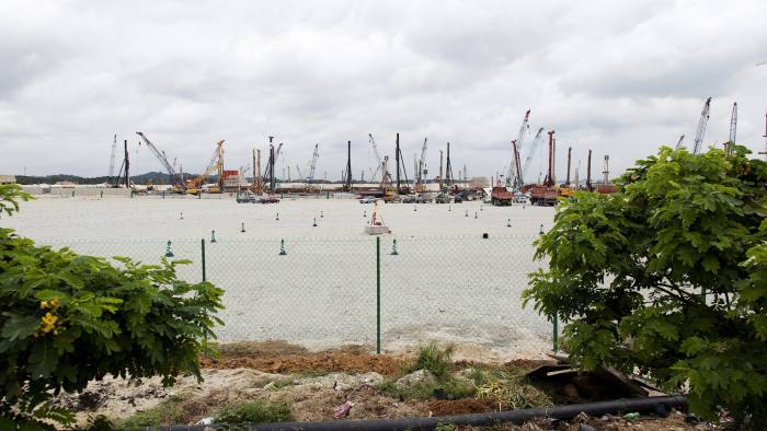 Reclamation works continue at the Country Garden Holdings Co. Forest City development site in Iskandar Malaysia zone of Johor Bahru, Johor, Malaysia, on Tuesday, Nov. 02, 2016. While Chinese home buyers have sent prices soaring from Vancouver to Sydney, in this corner of Southeast Asia it's China's developers that are swamping the market, pushing prices lower with a glut of hundreds of thousands of new homes. They're betting that the city of Johor Bahru, bordering Singapore, will eventually become the next Shenzhen. Photographer: Ore Huiying/Bloomberg