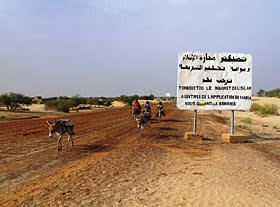 Sign erected by Islamists declaring that Timbuktu is governed by sharia law