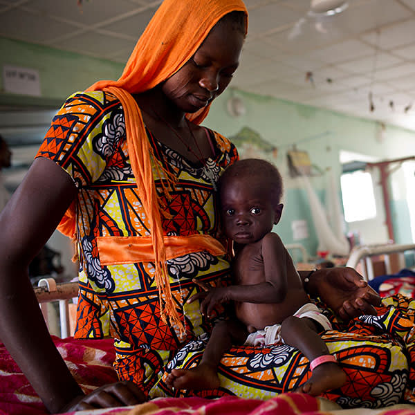 Nelkam Dadimra, 15, with her 10-month old daughter at a therapeutic feeding centre in N'Djamena