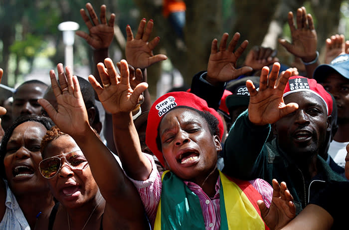 Protesters calling for Zimbabwean President Robert Mugabe to resign attend a prayer meeting outside parliament in Harare, Zimbabwe, November 21, 2017. REUTERS/Mike Hutchings TPX IMAGES OF THE DAY