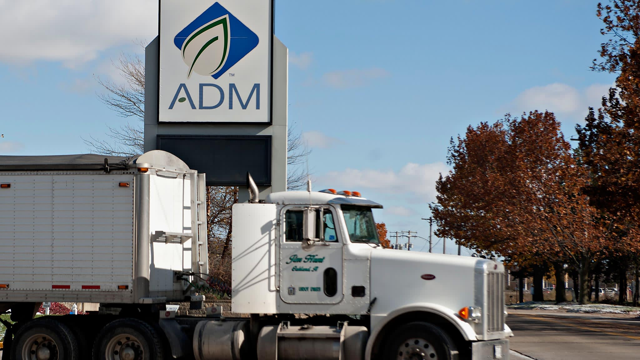 ADM boosts stake in food commodities rival Wilmar   Financial Times
