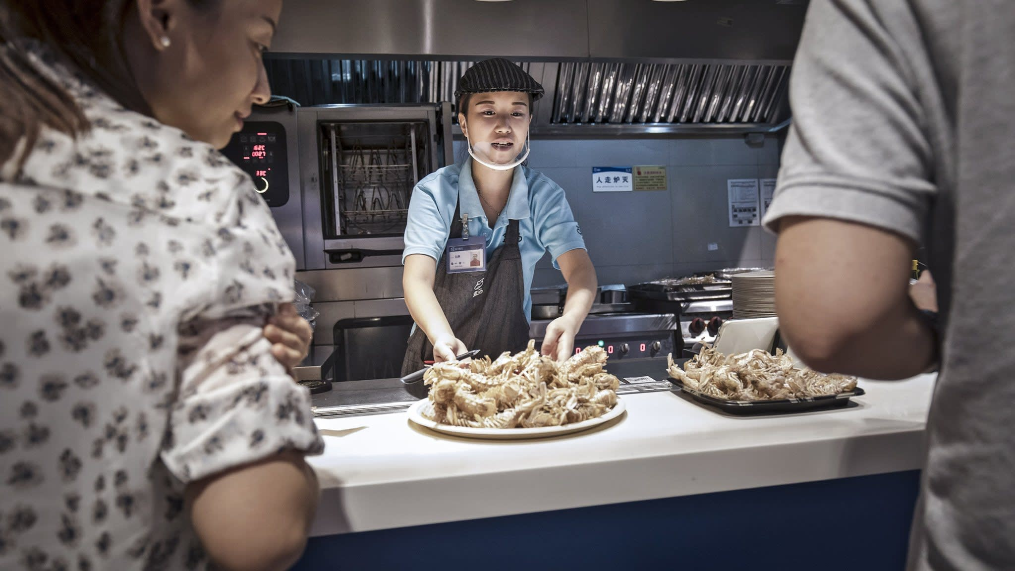 China's food stores attract a new wave of snackers and e-shoppers | Financial Times