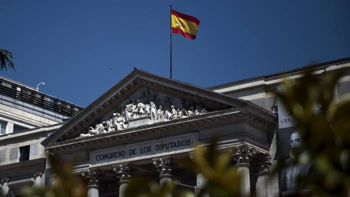 A flag waves over Spanish parliament in Madrid, Spain, April 25, 2016. REUTERS/Andrea Comas - RTX2BMJ0