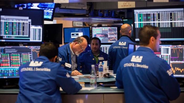 Traders work on the floor of the New York Stock Exchange (NYSE) in New York, U.S., on Friday, Aug. 11, 2017. U.S. stocks halted a three-day slide, volatility eased and Treasuries slipped as markets began to stabilize after a week of verbal sparring between the U.S. and North Korea. Photographer: Michael Nagle/Bloomberg